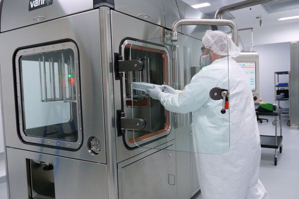 SA25 Aseptic Filling Workcell installed in a cleanroom at FUJIFILM Diosynth Biotechnologies